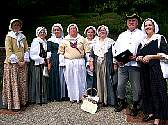 The Colonial Revelers pose for a portrtait outdoors in summer.
